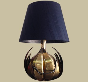 Decorative and elegant table brass lamp 1960